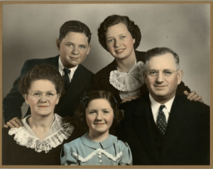 Left to right: Lula Mae, Mary Anna, D. D. Freeman, John, and Florine. This picture was made shortly after World War II, before the Freemans went back to Africa.